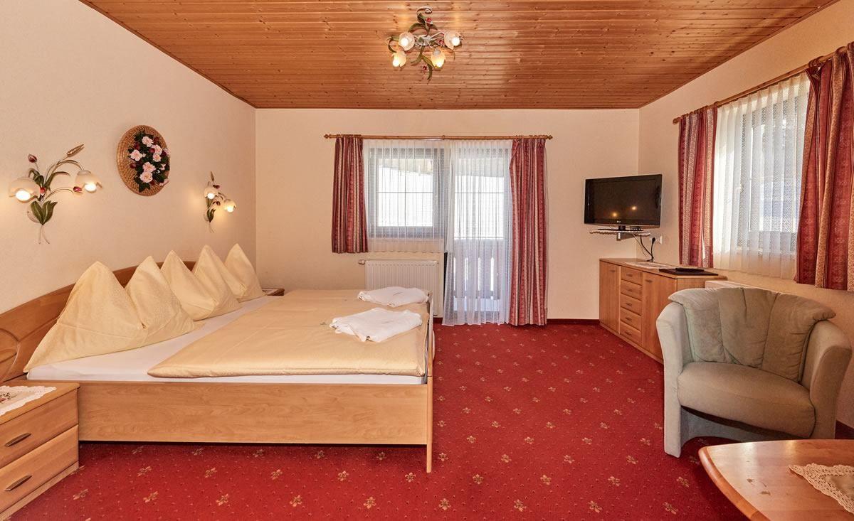 Zimmer & Familienzimmer, Landhaus Karlbauer, Ramsau